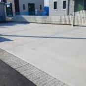 フェンスと駐車スペース